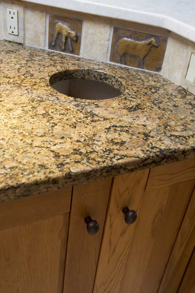 BACKSPLASH AND COUNTERTOP DETAIL