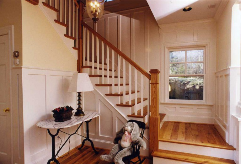 FRONT FOYER STAIRWELL