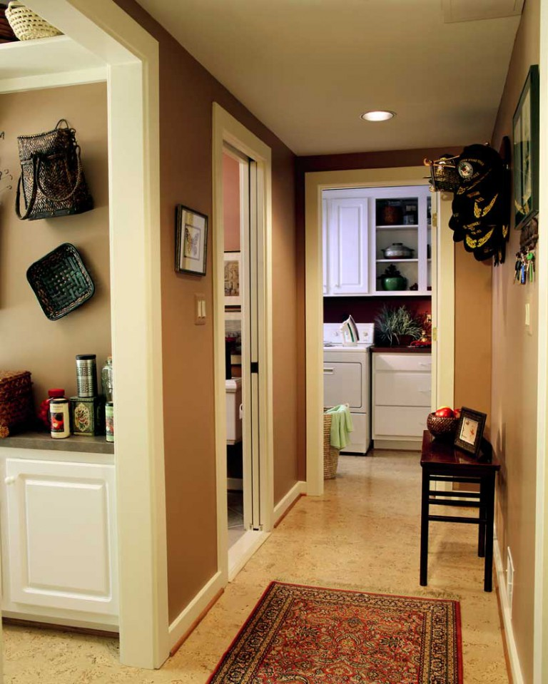 HALLWAY TO MUD ROOM & LAUNDRY ROOM