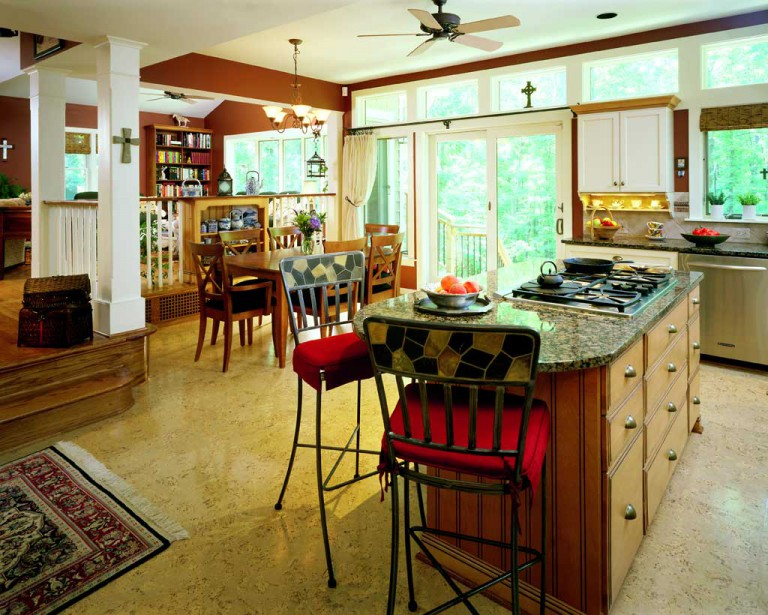 VIEW OF KITCHEN & DINING ROOM