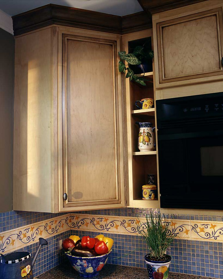 BACKSPLASH & CABINET DETAIL