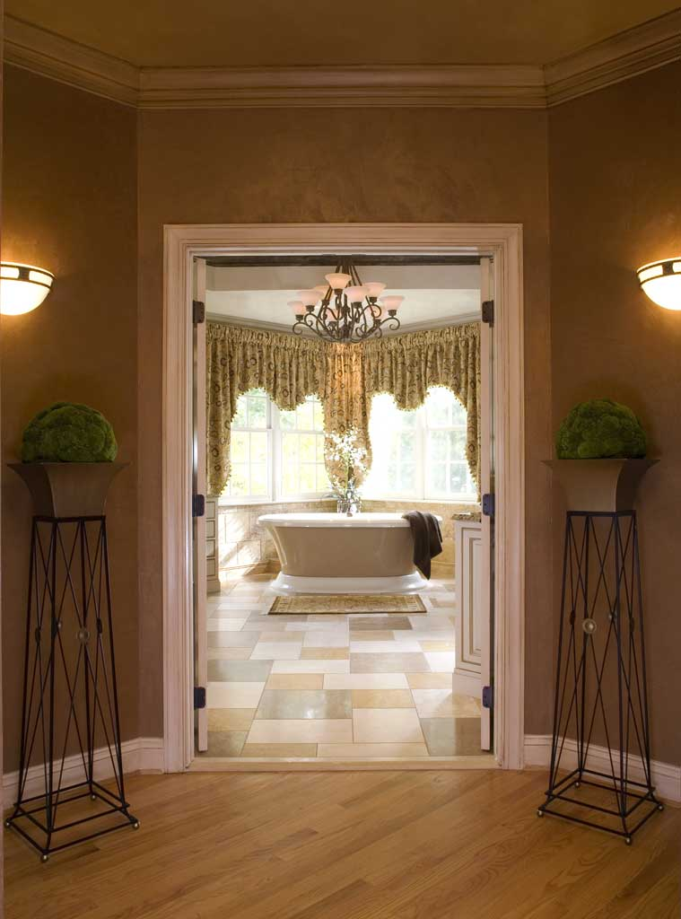 MASTER BATH FOYER
