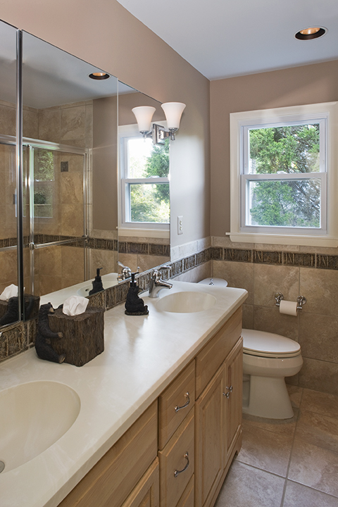 BOYS' BATHROOM WITH NEUTRAL PALETTE, WOODSY THEME.