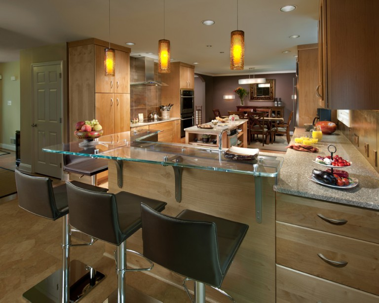 DETAIL PHOTO OF GLASS COUNTERTOP AND DECORATIVE PENDANTS